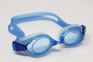 La importancia de una gafa de nadar graduada para los niños